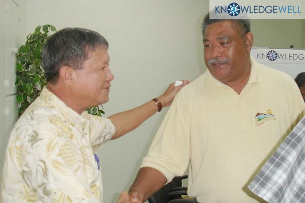 2006:  Palauan VP Elias Camsek Chin Welcomes Samoan Leader to KnowledgeWell Pacific Leadership Form